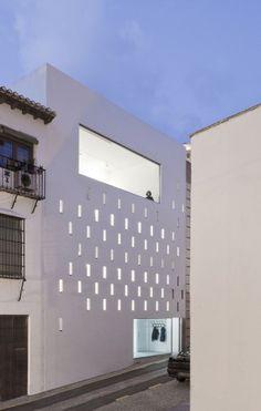 Elisa Valero Ramos own studio in Granada. Interesting stacked program on a narrow plot Wo House / SO Architecture Space Age Po. Installation Architecture, Facade Architecture, Amazing Architecture, Contemporary Architecture, Exterior Design, Interior And Exterior, Built Environment, Apartment Design, House Design