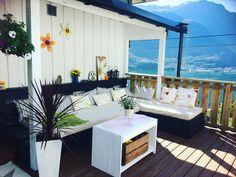 Pallesofa 🦋 Outdoor Furniture Sets, Outdoor Decor, Home Decor, Homemade Home Decor, Decoration Home, Interior Decorating, Outdoor Furniture