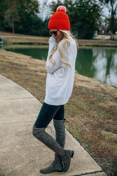 Over the knee boots and big comfy sweater. This outfit looks comfy and stylish Estilo Fashion, Fashion Mode, Look Fashion, Fall Fashion, Fashion Trends, Winter Looks, Winter Style, Cozy Winter, Fall Winter Outfits