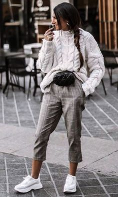 30 Amazing Outfits For Sweater Weather Days casual outfit inspiration_white sweater + waist bag + grey pants + sneakers Cute Winter Outfits, Fall Outfits, Casual Outfits, Fresh Outfits, Casual Dresses, Winter Outfits 2019, Black Outfits, Winter Dresses, Casual Winter