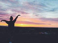 travel adventure wanderlust wild and free exploring car roadtrip roadtrippin sky sunset colors girl Instagram Dp, Cool Instagram Pictures, Girl Photography Poses, Tumblr Photography, Sunset Pictures, Beach Pictures, Sunset Tumblr, Sunset Girl, Shadow Pictures