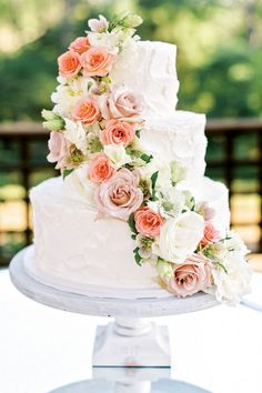 garden wedding cake at Barnsley Resort