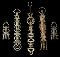 "assrou n'swoul: translated as 'the key thrown over the shoulder'. Used by wealthy Tuareg women as a counterweight to keep their veils and robes in place, and prized by their owners as symbols of status of prestige. Made of laminated layers of copper, iron, silver and brass (via ""Silver and Old"")"