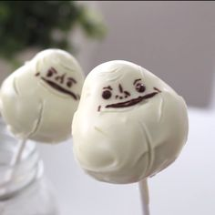 These chocolate cake pops look just like the Forever Alone meme!