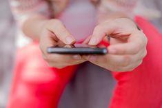 Lájkolom a magyar nyelvet! – 80 szó és kifejezés, amiket imádunk utálni a közösségi oldalakon - WMN Future Of Marketing, Text Types, Instagram Fashion, Close Up, Literature, Social Media, Reading, Kiosk, Style