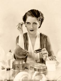 Norma Shearer – was a Canadian-American actress, who was one of the most popular actresses in North America from the . Old Hollywood Glamour, Golden Age Of Hollywood, Vintage Hollywood, Hollywood Stars, Classic Hollywood, Hollywood Vanity, Hollywood Icons, Hollywood Makeup, Hollywood Actresses
