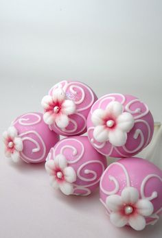 Pink and White Flower Cake pops Birthdays / Showers / Graduation / Partys