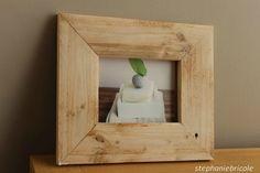 DIY idée déco - faire soi-même un cadre récup avec du bois de palettes http://www.stephaniebricole.com/archives/2013/10/30/28323991.html