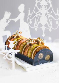 Bûche apéritive #Picard.  30 sandwichs garnis de bloc de foie gras de canard - marron confit, saumon fumé - airelle, crème au parmesan - cèpes.