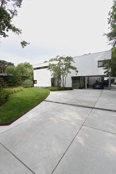 Concrete Backyard, Garden Design, House Design, Driveways, Landscaping, Sidewalk, Gardening, House Styles, Outdoor