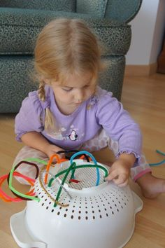 Mess For Less: Fun with Pipe Cleaners - Here is a quick idea for fine motor skills that uses something most everyone has - a colander! You will also need some pipe cleaners. This fine motor skills activity takes no time to set up and is great for when you Kids Crafts, Craft Activities For Kids, Projects For Kids, Preschool Activities, Summer Activities, Indoor Activities, Toddler Fine Motor Activities, Montessori Kindergarten, Crafts Cheap