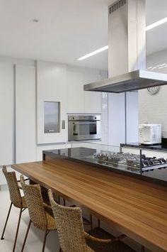 balcão para cooktop20 Kitchen Interior, Kitchen Decor, Kitchen Island With Stove, Cocinas Kitchen, Bathroom Renos, Cool Kitchens, Sweet Home, Dining, Architecture
