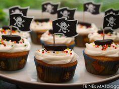 Muffins må man ha i barnebursdag og da er det gøy å gjøre litt ekstra ut av det. Det er ikke mye som skal til for å glede en liten og forventningsfull bursdagsgutt. Jeg kjøpte sjørøvermuffinsformer… Pirate Birthday, Pirate Party, 4th Birthday, Birthday Ideas, Petar Pan, Pirate Cupcake, Muffins, Mini Cupcakes, Baked Goods