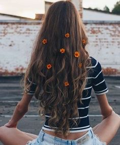 Long hairstyles with layers are a popular trend. Check out these 55 photos of lovely long hair ladies that will make you want to grow your hair out fast. Artsy Fotos, Artsy Bilder, Artsy Pics, Tumblr Photography, Photography Poses, Sport Photography, Teenage Photography, Hipster Blog, Insta Photo Ideas