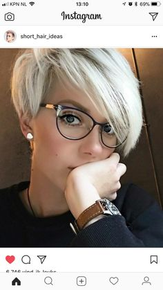 See here and chose best style of blonde pixie haircuts with bangs and fringes so that you may get some kind of modern personality nowadays. Very Short Haircuts, Haircuts With Bangs, Short Hairstyles For Women, Pixie Haircuts, Short Undercut Hairstyles, Undercut Pixie, Hairstyle Short, Hairstyles 2016, Short Grey Hair