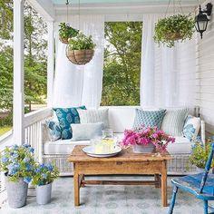 The perfect weekend scene. Happy Sunday! #CLdecor #housegoals #porch (: @annieschlechter)