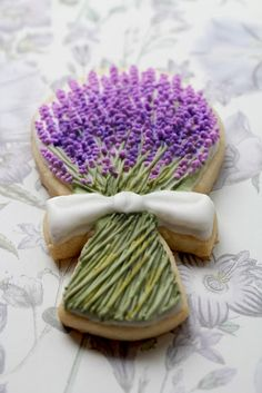 Lavender cookies made by a talented cookie maker...so pretty. discountattractions.com