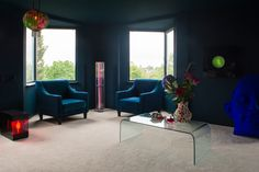 Parade Touch white carpeting with dark blue walls and ceilings by Histor
