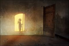 http://greatinspire.com/wp-content/uploads/2012/04/Shadows-reborn-Please-do-not-close-that-door-by-Alfio-Finocchiaro.jpg
