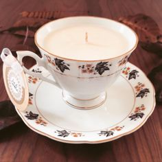 The pretty 'Autumn' Teacup is part of our recycled vintage collection and is filled with the very popular Salted Caramel scent