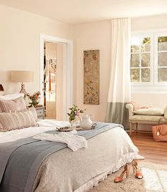 Shabby Chic Home Interiors – Decorating Tips For All Luxury Homes Interior, Home Interior Design, Interior Ideas, Home Bedroom, Bedroom Decor, Dream Bedroom, Classic Home Decor, Shabby Chic Bedrooms, Beautiful Bedrooms