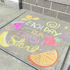 What is making you smile today? 3d Street Art, Street Art Graffiti, Graffiti Artists, Easy Chalk Drawings, Chalkboard Art Quotes, Ephemeral Art, Chalk Design, Sidewalk Chalk Art, Painting Competition