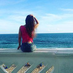 """""""Para vermos o azul, olhamos para o céu. A terra é azul para quem a olha do céu. Azul será uma cor em si ou uma questão de distância?  Ou uma questão de grande nostalgia? O inalcançável é sempre azul"""". (Clarice Lispector). 📷@marinalvacarvalho #boatarde #sabadou #fds #Praia #Sol #céu #azul #relax #paz #natureza #meditação #Salvador #salvadormeuamor #ssa #ssalovers #salvadormeuamor #bahia #bahianidadenagô #bahiameuamor #faroldabarra #foto #instablog #love #blogueira #blogueira"""