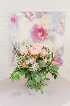 HotHouse Design Bouquet paired with one of our beautiful LeAnn Andrews paintings! Photographer: Meredith Ryncarz Photography