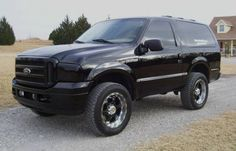 Custom Ford Excursion looks like a bronco -nice-too bad Ford didn't think of this! 79 Ford Truck, Jeep Truck, Ford Bronco Concept, Ford Excursion Diesel, Classic Ford Broncos, Drift Trike, Ford Super Duty, Ford Expedition, Diesel Trucks