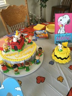 Charlie Brown, Peanuts, birthday cake for a first birthday. Smash cake on the side.