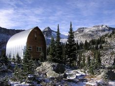 In the U.S and Canada,mountain hutswere constructed long ago by herders, miners and the forest services. In the 1940's, the tenants of Rocky Mountain huts quickly changed. Returning WW2 soldiers from mountain divisions trained for alpine survival were keen to make skiing their lifestyle and once they relocated to Colorado they refurbished old huts for basecamps.