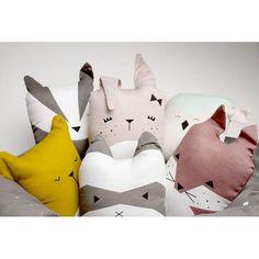 Commandez dès maintenant notre Coussin animal BIO - lapin rose FABELAB. Petit coussin cute bunny en coton biologique. Décoration chambre enfant, chambre bébé. Livraison soignée. Cadeau de naissance, cadeau de noël l www.little-home.fr