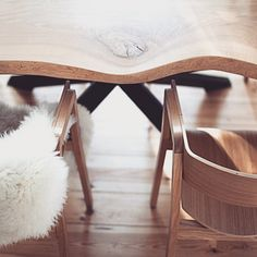 Wood in interiors will always be a proper choice, do you agree? Wooden floors, table top and chairs, all in their natural color palette, set together make this space calm & relaxing, yet interesting.