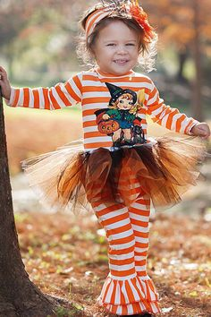 Be sure to dress your princess in this orange striped Pumpkin Patch Princess Tutu Set! Perfect for the pumpkin patch and Halloween parties! Halloween Outfits For Kids, Baby Girl Halloween, Cute Outfits For Kids, Halloween Parties, Halloween Kids, Vintage Halloween, October Outfits, Pumpkin Patch Outfit, Designer Baby Clothes