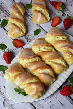 Krakowskie yeast buns with cheese – Po Prostu Pros Polish Desserts, Polish Recipes, Sweet Recipes, Cake Recipes, Dessert Recipes, Lemon Curd Cheesecake, My Favorite Food, Favorite Recipes, Artisan Bread Recipes