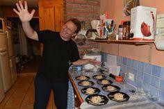 De meeste van onze #gasten geven aan bij aankomst mee te willen eten. Maar meestal besluit men na het eerste #diner om iedere avond aan te schuiven. Dus sinds 5 juni zitten we eigenlijk elke avond met 7 tot 8 man aan tafel en vanavond alweer de 40e #table d'hôte op rij. Gisteren stond onder andere dit fameuze Moulin Joyeux #zalmtorentje op het programma.