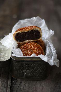 "Fusion mooncake. Filling is the same shekerbura, with cocoa. ""China-Azerbaijan"""