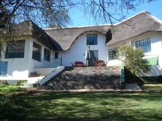 Carryblaire River Retreat Rooms) Only an hours drive from JHB and nestled on the banks of the Vaal River near Parys, Carryblaire River Retreat embodies peace, tranquillity and a sense of oneness with nature. River, Mansions, House Styles, Banks, Outdoor Decor, Nature, Single Beds, Rooms, Peace