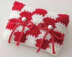 ふたりをつなぐ赤い糸を結んだ、紅白のおめでたいピロー