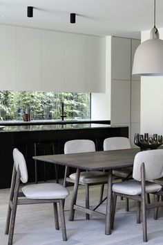 Open kitchen dining room with Black Island and backsplash window Kitchen Modern, Open Kitchen, Kitchen Dining, Kitchen Ideas, Dining Room, Garden Studio, Küchen Design, Kitchen Interior, Backsplash