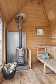 wood burning hot tub and sauna Diy Sauna, Sauna House, Sauna Steam Room, Sauna Room, Bungalows, Tiny House, Finnish Sauna, Swedish Sauna, Bath
