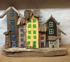 Drivtømmerhuse / driftwood med glas dekoration