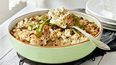 Tonnikalamakaronilaatikko saa lisämakua salaattijuustokuutioista. Helppo arkiruoka maistuu koko perheelle. Tämäkin resepti vain n. 0,75€/annos*. Easy Cooking, Cooking Recipes, Fish And Seafood, Fried Rice, Risotto, Vegetarian, Pasta, Ethnic Recipes, Soups