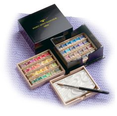 Holbein Artists' Pan Color in 48 colors of sets, Echizen black lacquer coating. I WANT!