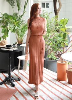 Slim Fit Pleated Maxi Knit Dress, You can collect images you discovered organize them, add your own ideas to your collections and share with other people. Simple Dresses, Casual Dresses For Women, Pretty Dresses, Beautiful Dresses, Dresses With Sleeves, Pretty Outfits, Cute Outfits, Classy Dress, Classy Outfits