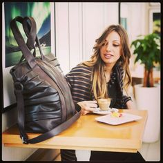 Let's breakfast together... with our CRISTIN bag! //// www.desireelupi.com #workingweek #coffeebreak #fashion #bag #women #madeinitaly