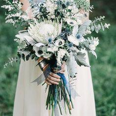 Snacka om en annorlunda brudbukett👆🏻 Vi är så glada att så många har bokat bukett hos oss i år!! Välkommen att boka ett bröllopssamtal hos oss, så går vi igenom dina annorlunda eller icke annorlunda blomsterdrömmar😉 maila oss på info@blomstermagasinet.se för mer info (bild lånad från Pinterest) #annorlunda #brudbukett #glädje #bokning #brudbukett #bröllopssamtal #blomstermagasinet