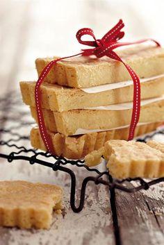 SARIE - Brosbrood Dit is vir my van die lekkerste koekies op aarde♡ Yummy Treats, Sweet Treats, Yummy Food, Delicious Cookies, No Bake Cookies, No Bake Cake, Crazy Cookies, Xmas Cookies, Biscuit Cookies