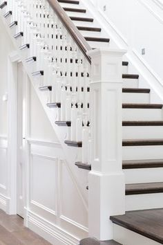 best Ideas for stairs design classic banisters Staircase Remodel, Staircase Makeover, Stair Railing, Banisters, Railings, Stairs Balusters, Wainscoting Stairs, White Stairs, Interior Stairs