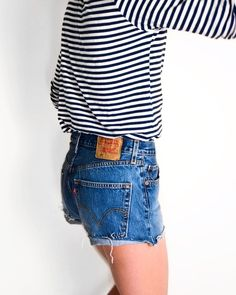 the best way to wear striped t-shirt and levi's 501 shorts; Hipster Fashion, Minimal Fashion, Urban Fashion, Minimal Style, Hipster Crop Tops, Fashion Essay, Casual Outfits, Fashion Outfits, Women's Fashion